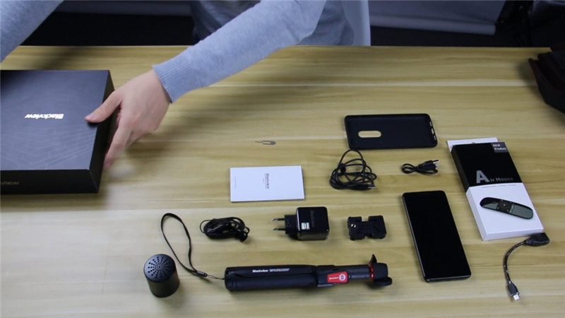 Unboxing and first impression on Blackview MAX 1, 1080p Laser projector phone
